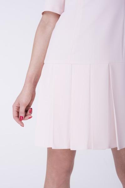 Krótka sukienka pudrowa